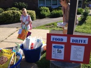 Emma Freeman at Food Drive 7-31-15-RR